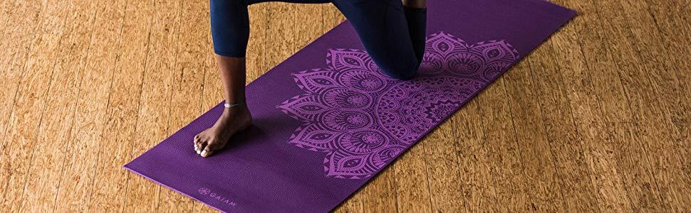 6мм дебела йога постелка Gaiam Premium Mandala