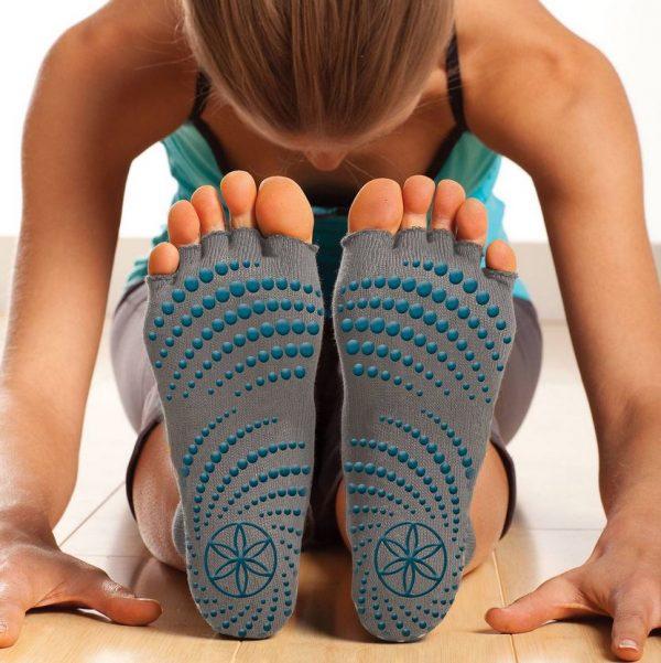 чорапи за йога