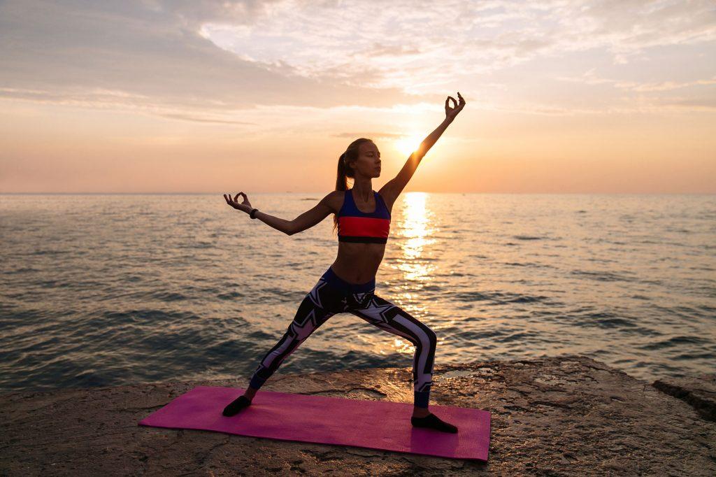 Йога практика на плажа